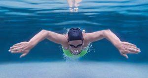 สวมแว่นตาว่ายน้ำทุกครั้ง