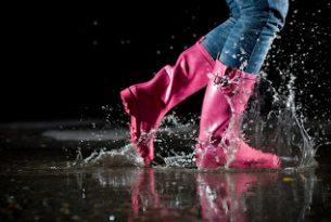 เดินลุยน้ำสกปรกเวลาฝนตก..ต้องดูแลเท้ายังไงบ้าง