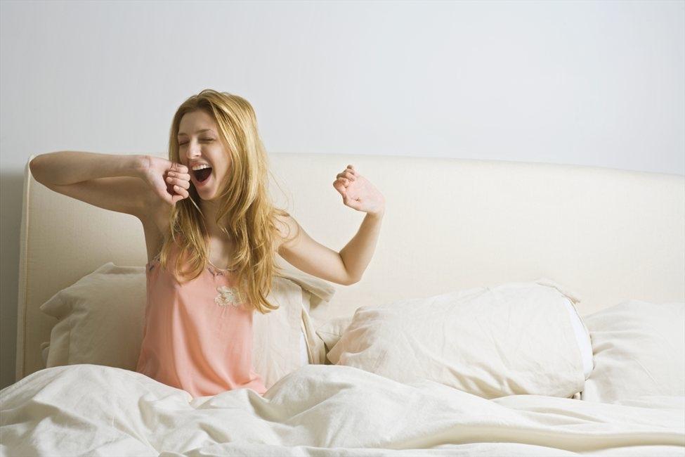 ปลุกความสดชื่น ด้วยท่าออกกำลังกายแก้ง่วงในตอนเช้า